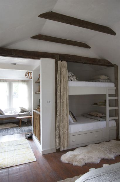 Elegant How Cozy Do These Bunk Beds Look? The White Fur Rug + Wooden Beam Ceiling