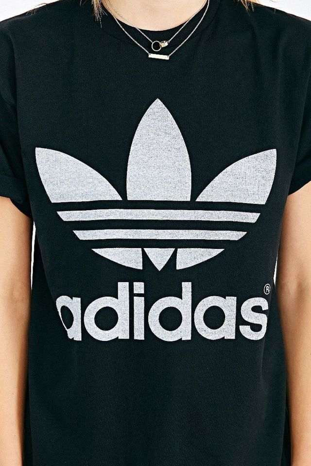 De Nieuwe Basic Het Adidas T Shirtje Dat Echt Iedereen Draa Anna Rike Adidas Wallpapers Mens Designer Sweatshirts Adidas Originals Logo