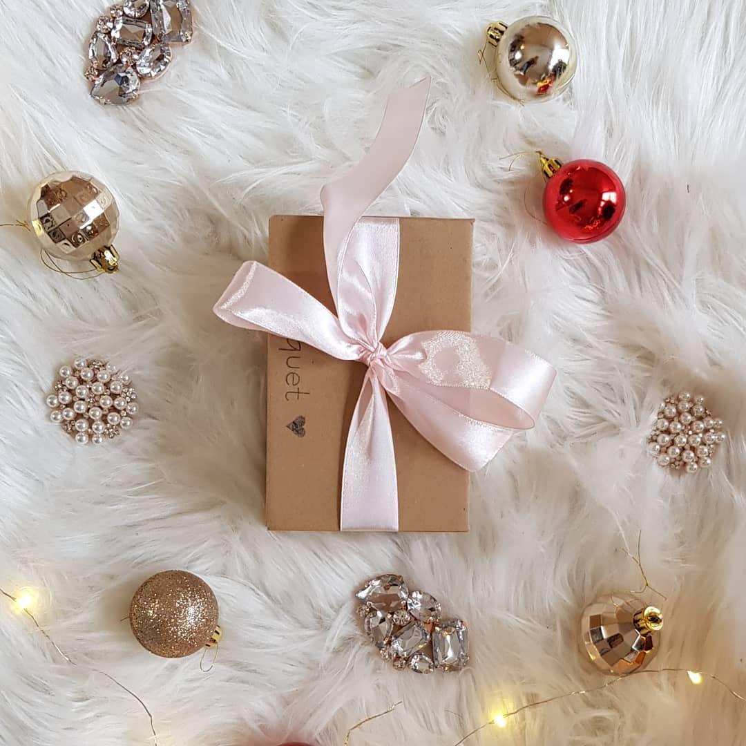 Czesc Pod Koniec Tygodnia Zabieram Was Do Wroclawia Uwielbiam To Miasto Jesli Nie Macie Pomyslu Na Prezent To Bedzie To S Gifts Gift Wrapping Shoe Clips