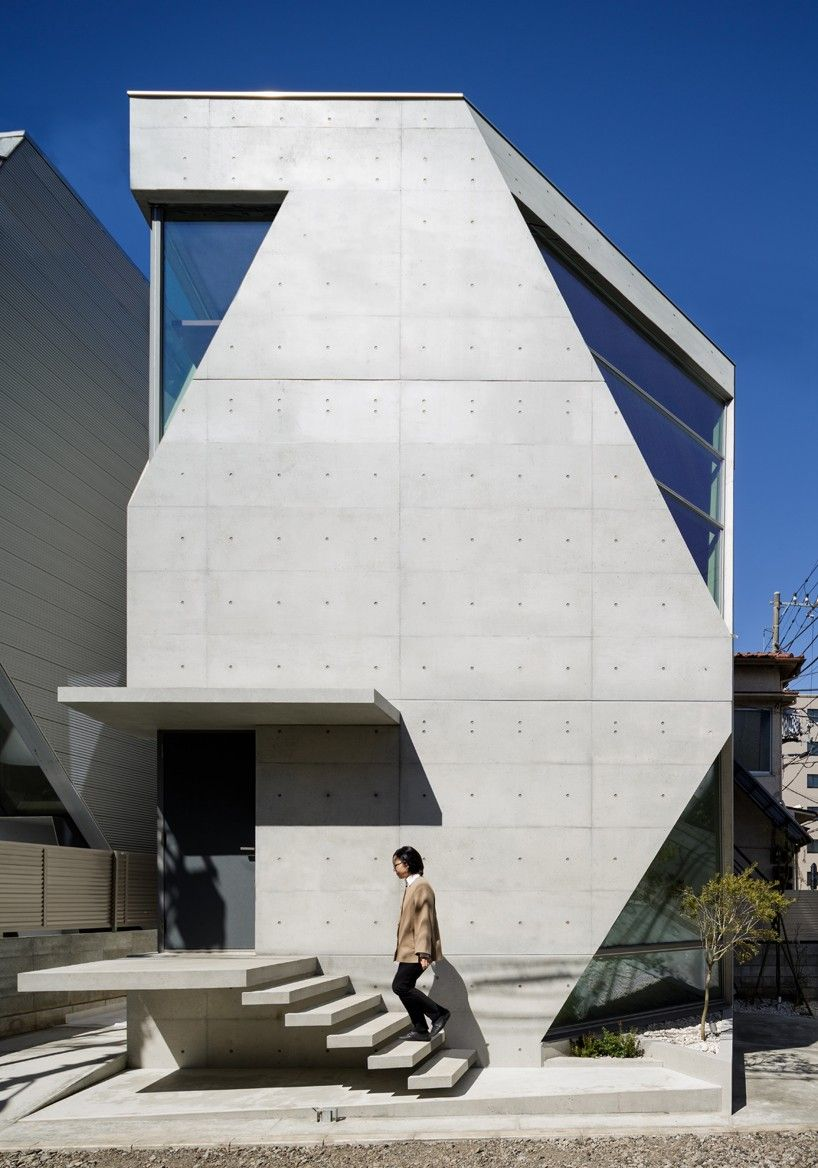 atelier tekuto's exposed concrete home in tokyo displays a chamfered façade