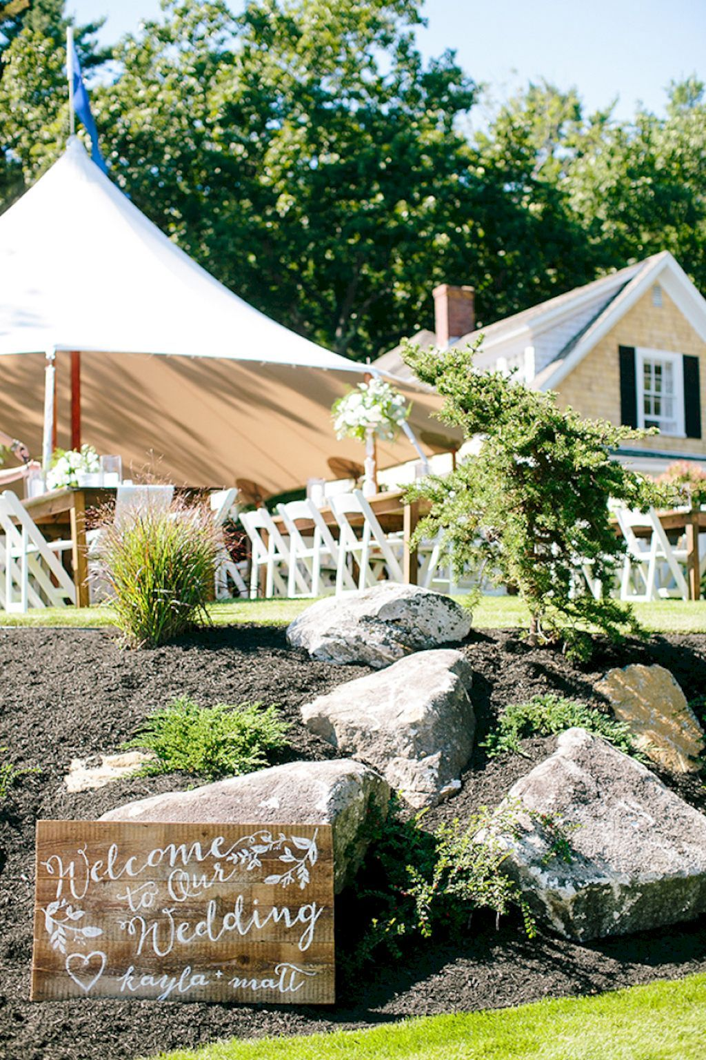 Garden wedding decoration ideas   Sweet and Romantic Backyard Wedding Decor Ideas  Romantic