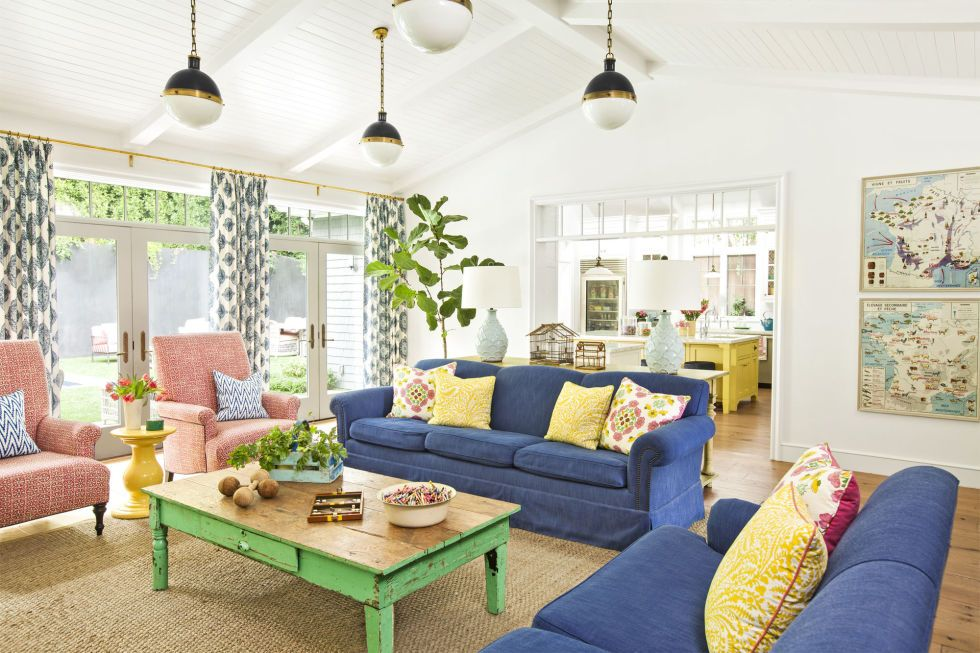 Best This Farmhouse Is Decorated With Every Color Of The 400 x 300