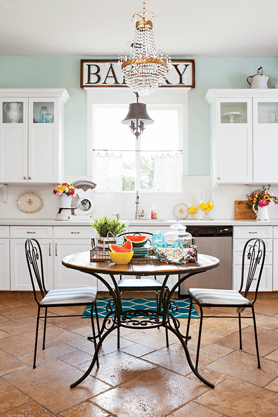 Colorful Vintage Cottage Style Cottage Style Decorating Renovating And Entertaining Ideas For Indoors And Out Cottage Style Decor Vintage Cottage Cottage Style