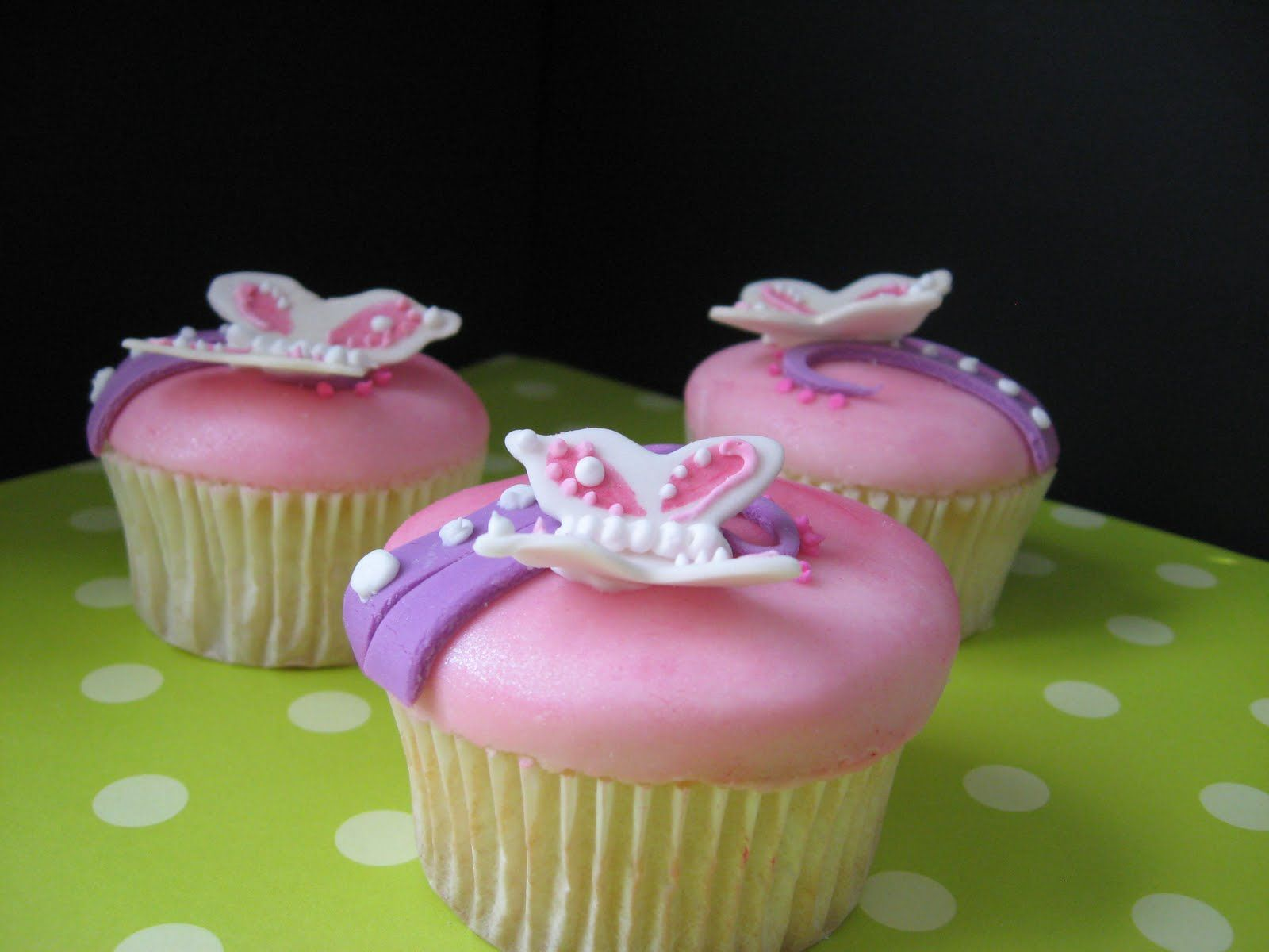 Ardis Cakes Pink And Purple Butterfly Cake And Cupcakes