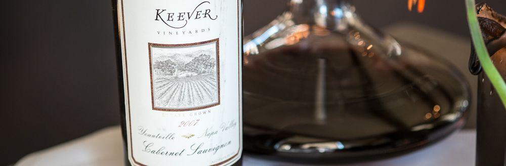 En mesterlig vin fra Keever Vineyards i Napa Valley. Ren Cabernet Sauvignon fra 2007. Godt med fad, modne tanniner og en kølig syre. Kan klart matche store bordeauxvine. Flot vin med alder. Lavet af en af vinverdens upcoming stjerner, Celia Welch. Alt i alt en stor vin som var skabt til amerikansk okse.