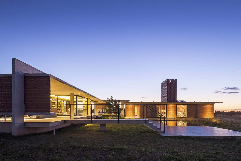 Galeria de Casa Vila Rica / BLOCO Arquitetos - 15 | Pinterest | Häuschen