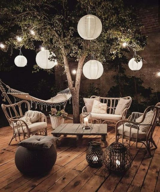 Une terrasse prête pour l'été is part of Boho outdoor space, Small patio garden, Patio decor, Backyard decor, Boho outdoor, Bohemian garden - Les soirées d'été arrivent à grand pas, c'est le moment d'aménager votre terrasse ! L'été en Provence, c'est sans doute notre saison préférée  Les cigales nous offrent…