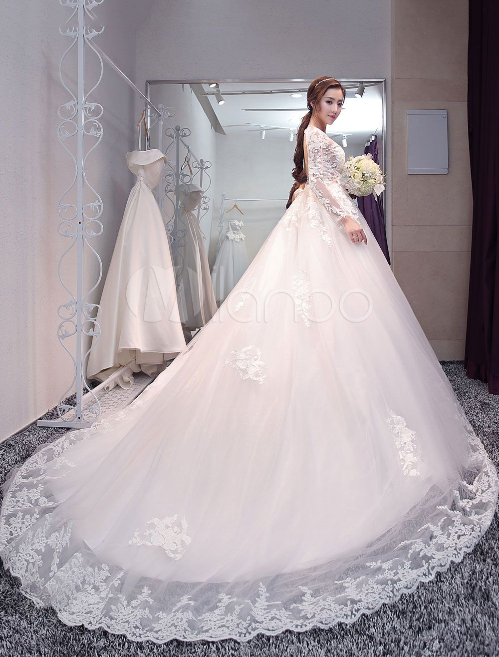 e34ed228b Vestido de novia princesa con escote redondo Sin espaldo con manga larga  Con cola estilo princesa