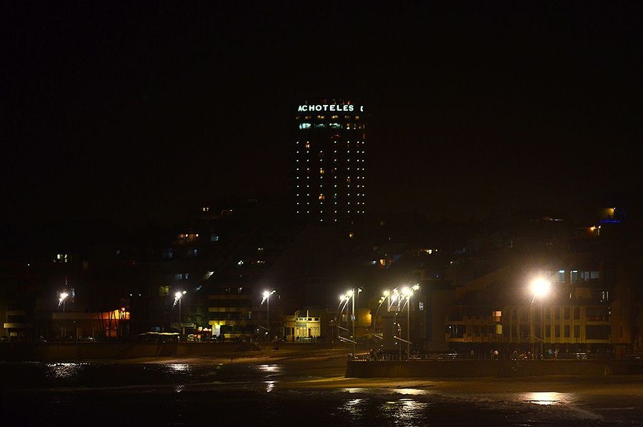 Una Visión Nocturna De Las Canteras Miplaya Cantera Nocturno Fotos