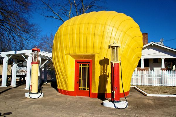 The Last Shell Oil Clamshell Station | Atlas Obscura
