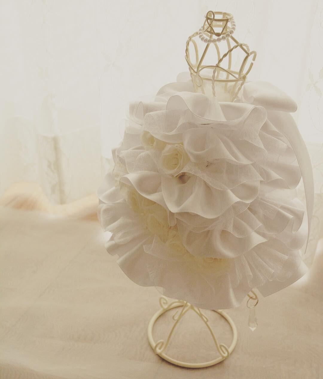 908068ba7de43 100均素材で作れる!花びらドレスのミニトルソーが可愛い