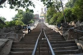 Dag 21: swayambhunath kathmandu. de trap naar de toegang van