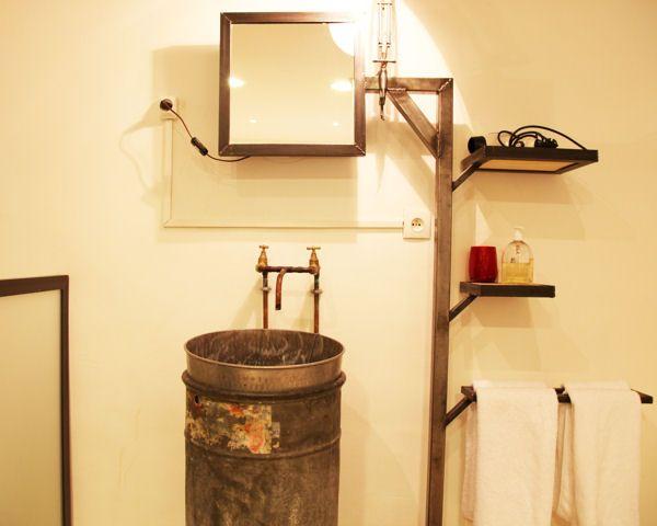 Coiffeuse rétro, simple planche de bois, meuble de métier ou encore