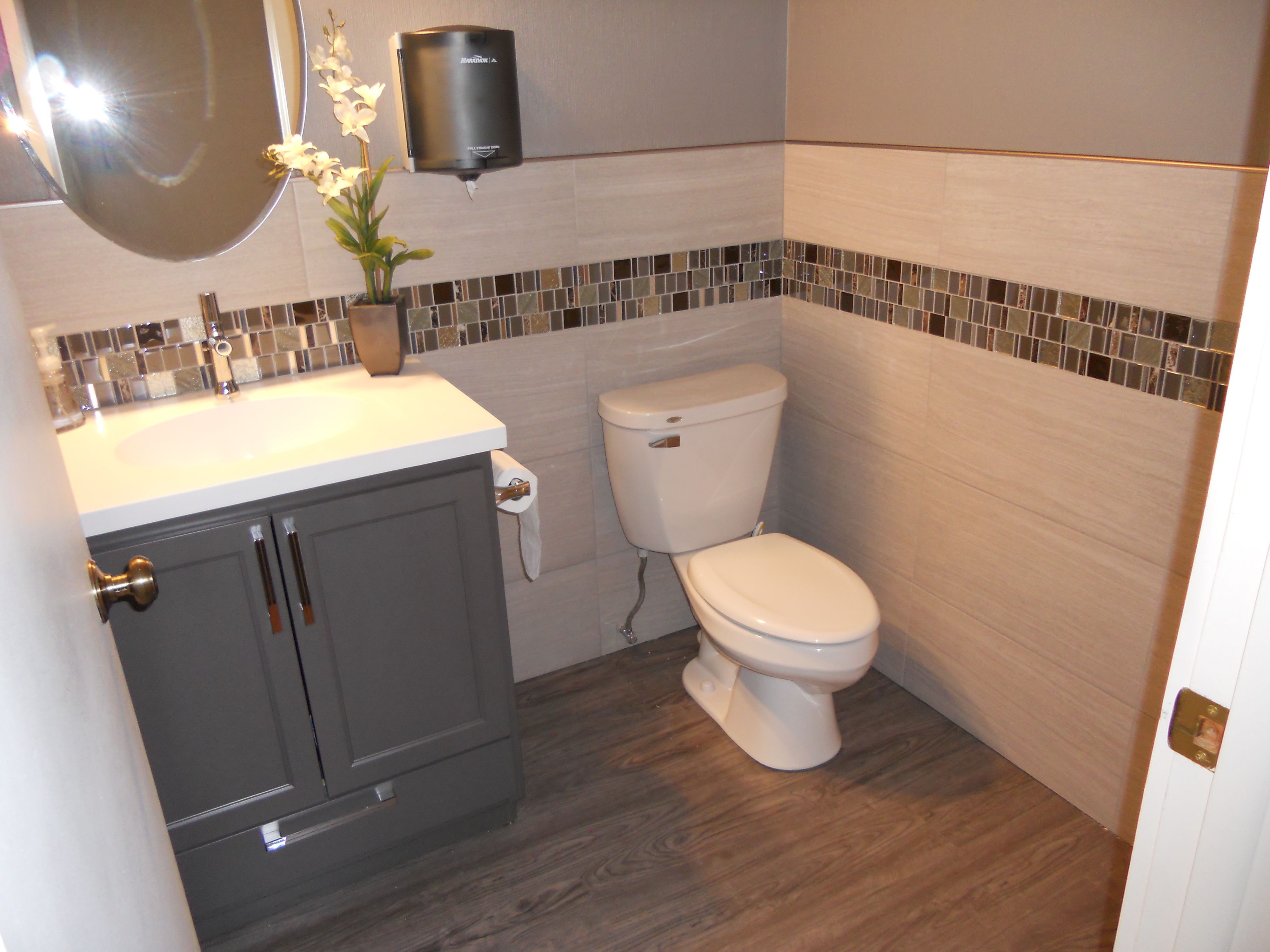 Our Showroom Ladies Restroom We Used Glazzio S Glass Tile With