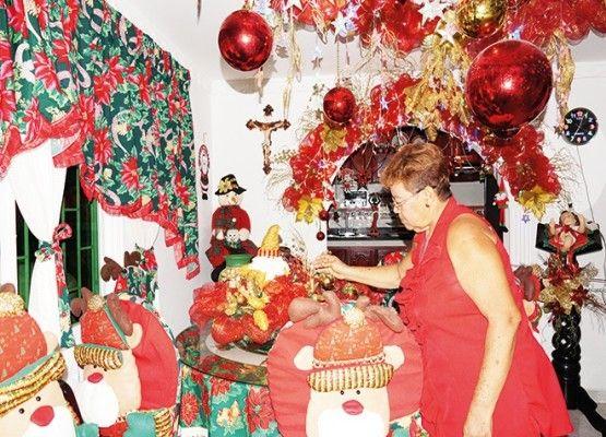 Sin importarle la cantidad ni el precio de los juguetes, Antonia Teherán Osorio, de 60 años, sigue alegrándole la Navidad a cientos de niños con aguinaldos...