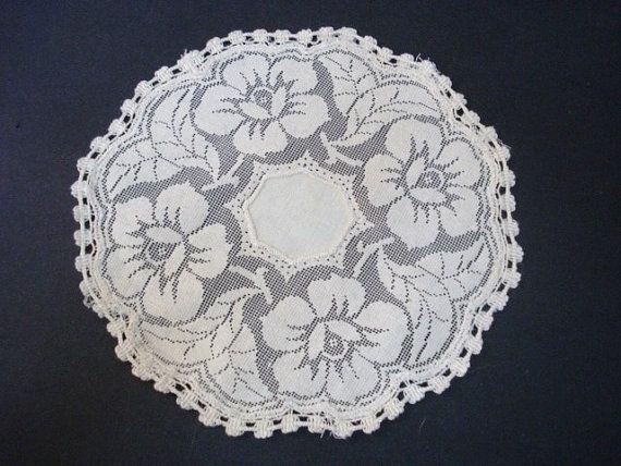 Beautiful Large FIlet Lace Doily Linen center White Lace Roses