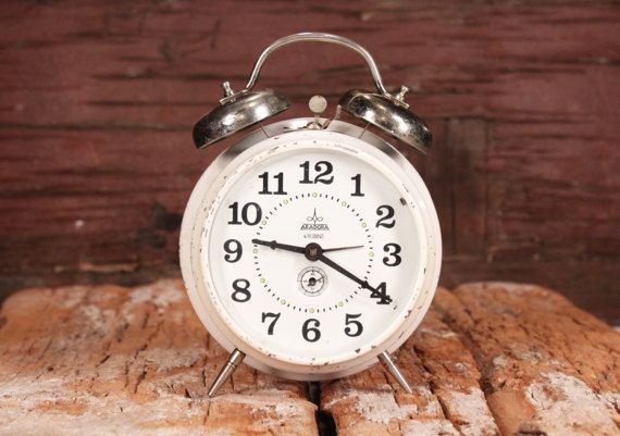 Clock Aradora Clock 2 Bells Vintage Alarm Clock Retro Mechanical Clock White Wind Up Clock Desk Al Vintage Alarm Clocks Desk Alarm Clock Vintage Bell
