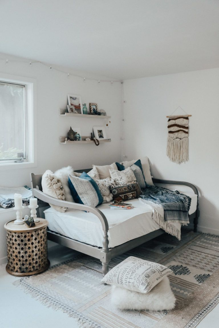 How To Style A Daybed Daybed Bedroom Office With Daybed Daybed
