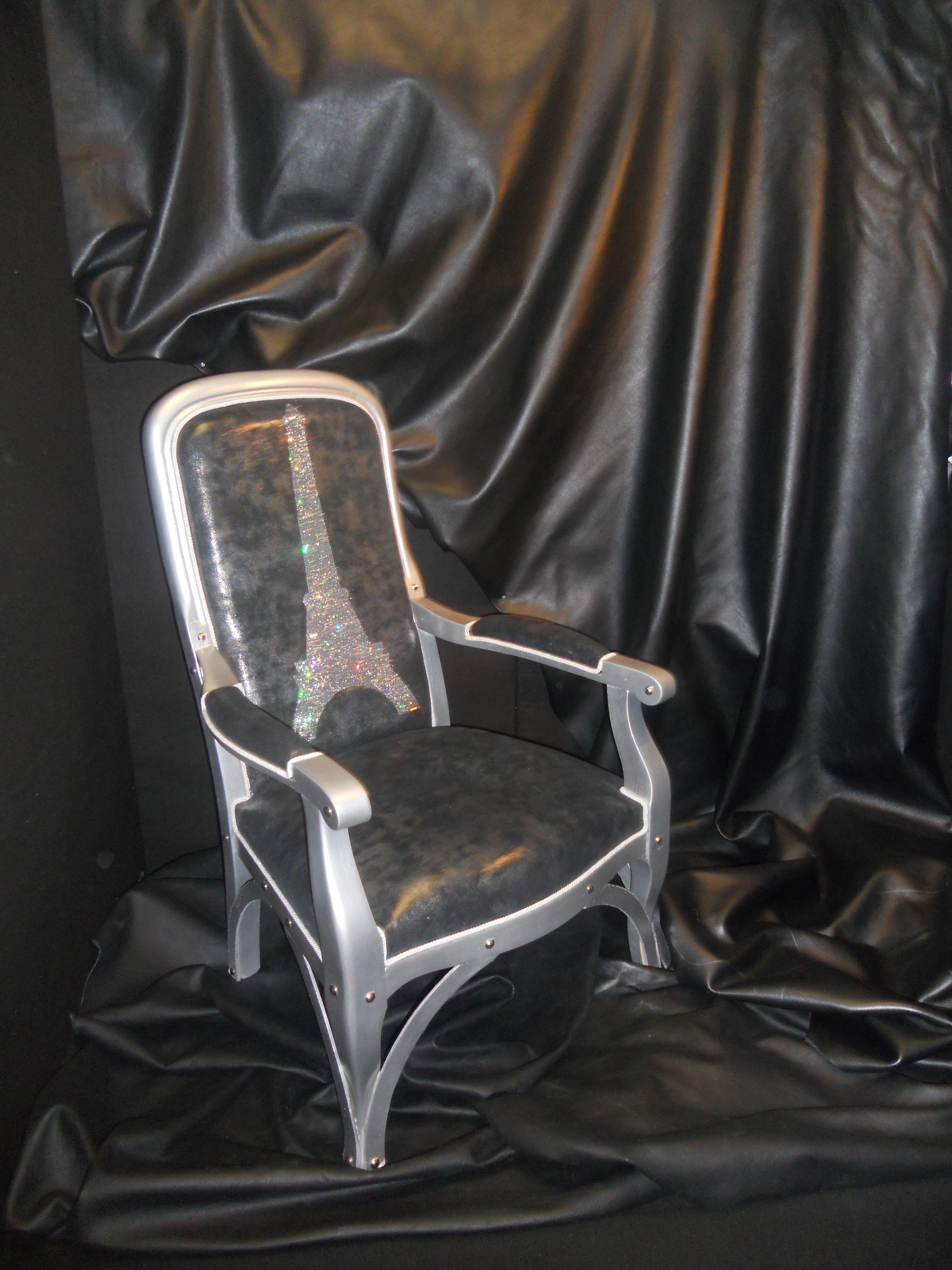 fauteuil voltaire nuit parisienne motif tour eiffel fibres lumineuses voltaire. Black Bedroom Furniture Sets. Home Design Ideas