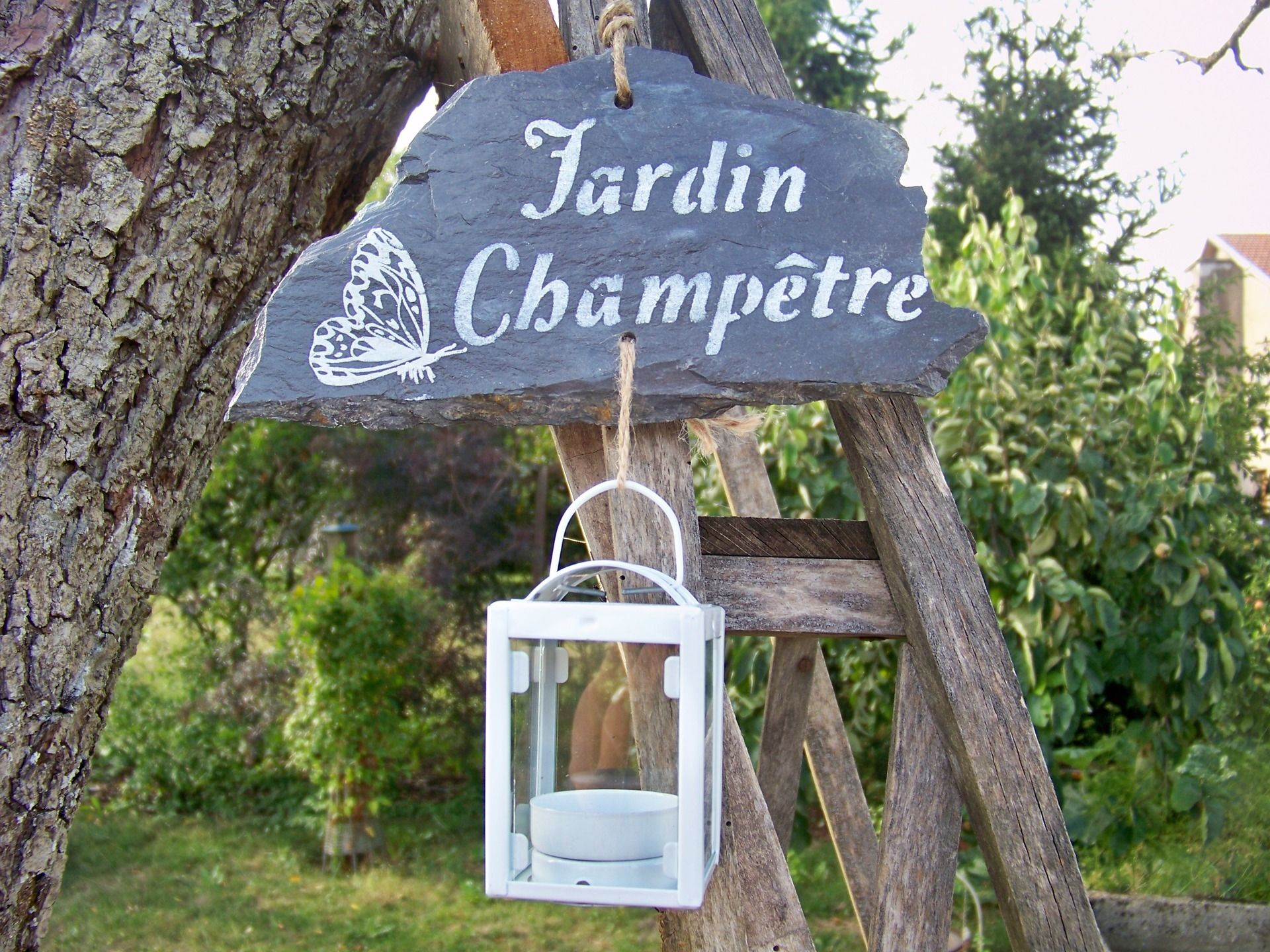 D coration de jardin suspension ardoise jardin champ tre for Accessoires decoration maison quebec