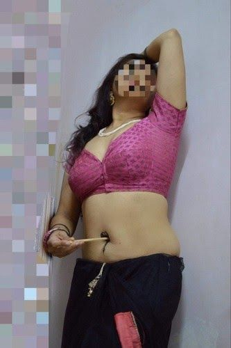 Desi Hot Assam Bhabhi Exposed Deep Navel Sexy Saree -7946
