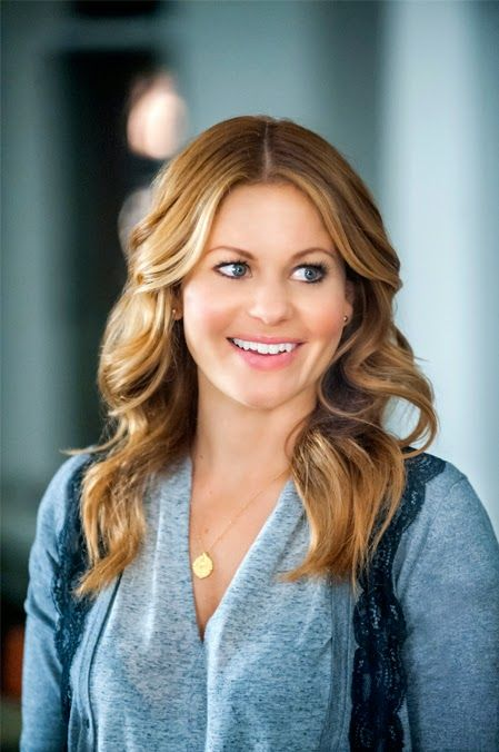 its a wonderful movie your guide to family movies on tv candace cameron bure stars in the hallmark channel christmas movie christmas under wraps - Candace Cameron Christmas Movies