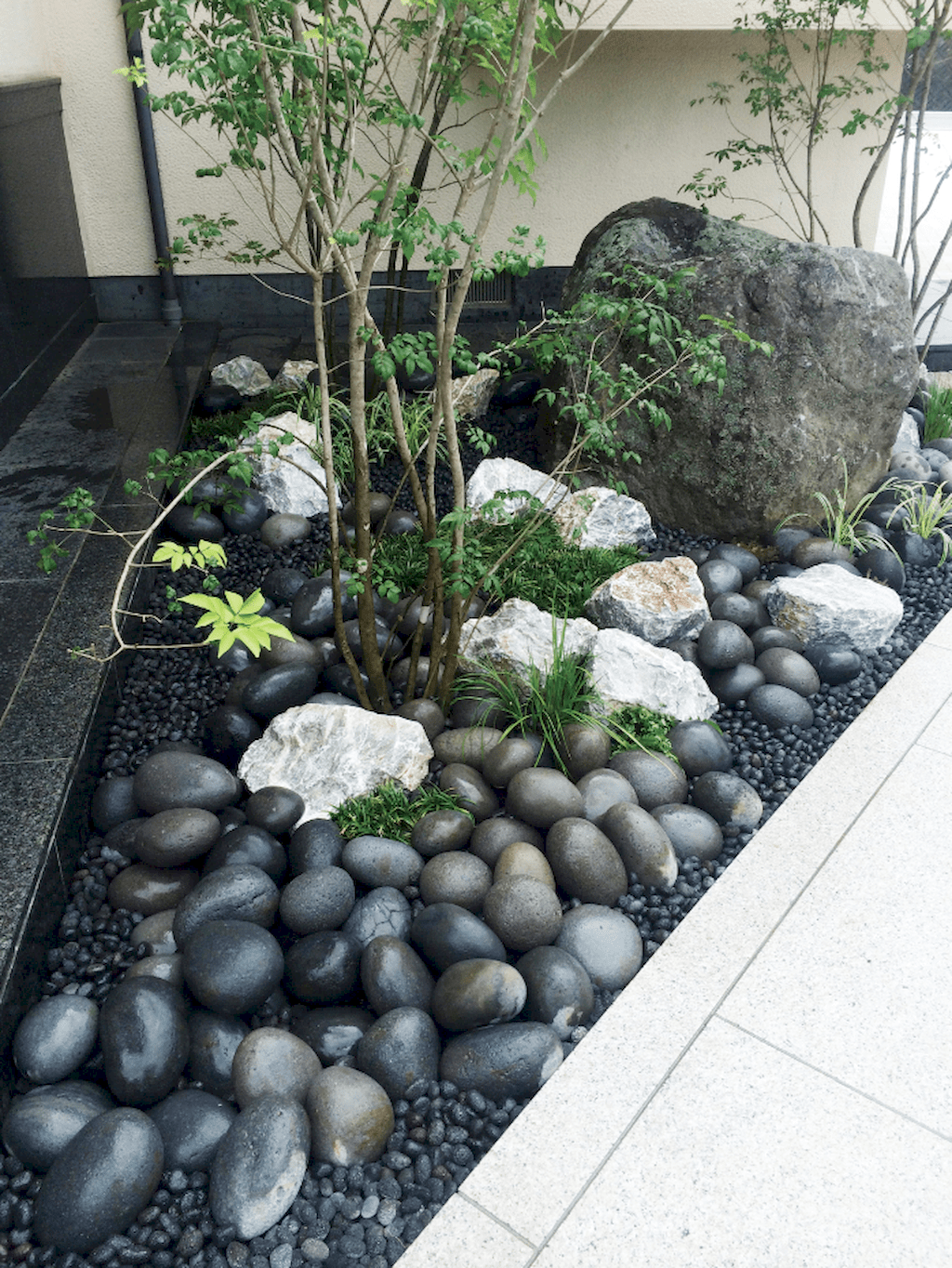 01 Gorgeous Small Front Yard Landscaping Ideas #smallfrontyardlandscapingideas