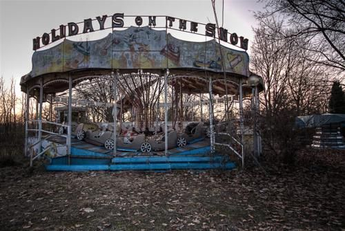 Pin By Kelly Healy On Hauntingly Beautiful Or Hauntingly Creepy Places Abandoned Places Abandoned Amusement Park Abandoned Amusement Parks