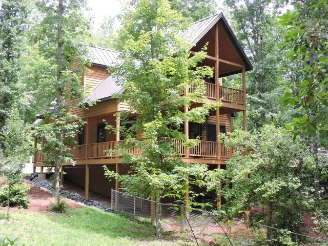 Dogwoods Retreat Dog Friendly Cabin Retreats Located In The Dupont State Forest Dog Friendly Vacation Pet Friendly Cabins Vacation Cabin Rentals
