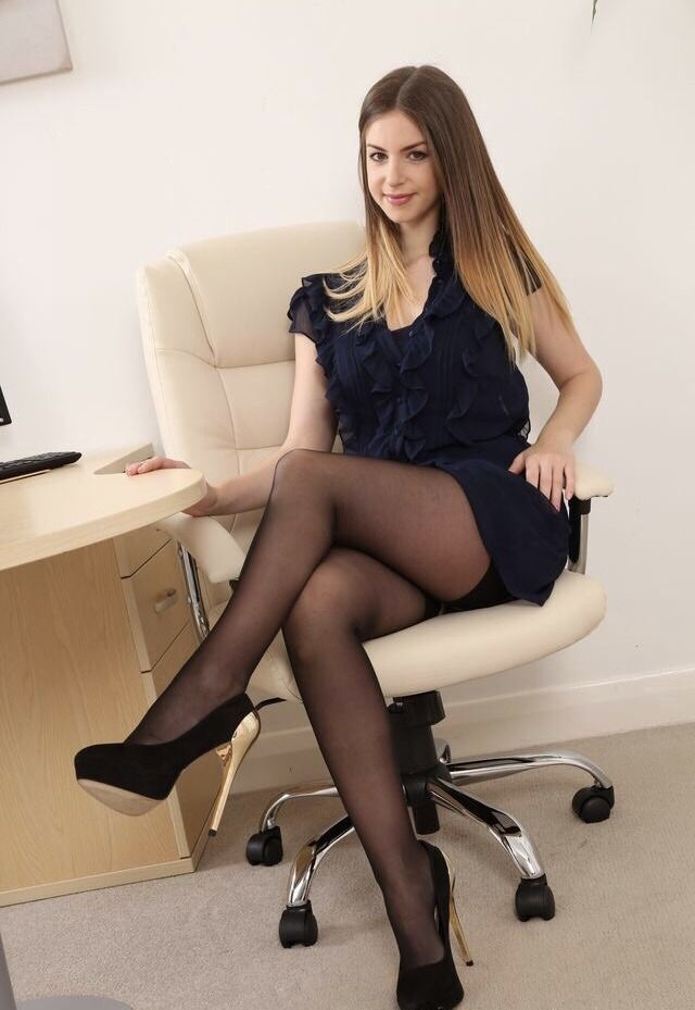 Pin de i love en offices pinterest travestidos y chicas for Porno en las oficinas