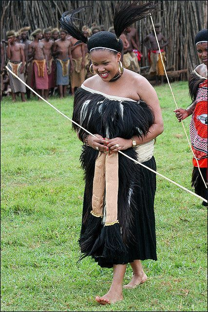 Swaziland kings wife in formal incwala dress black history swaziland kings wife in formal incwala dress thecheapjerseys Image collections