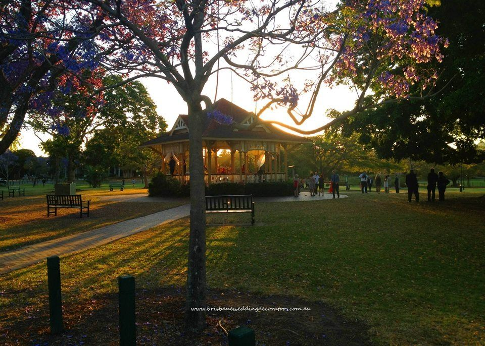 New Farm Park Sunset Wedding Ceremony Styled By Brisbane Decorators Brisbaneweddingdecorators