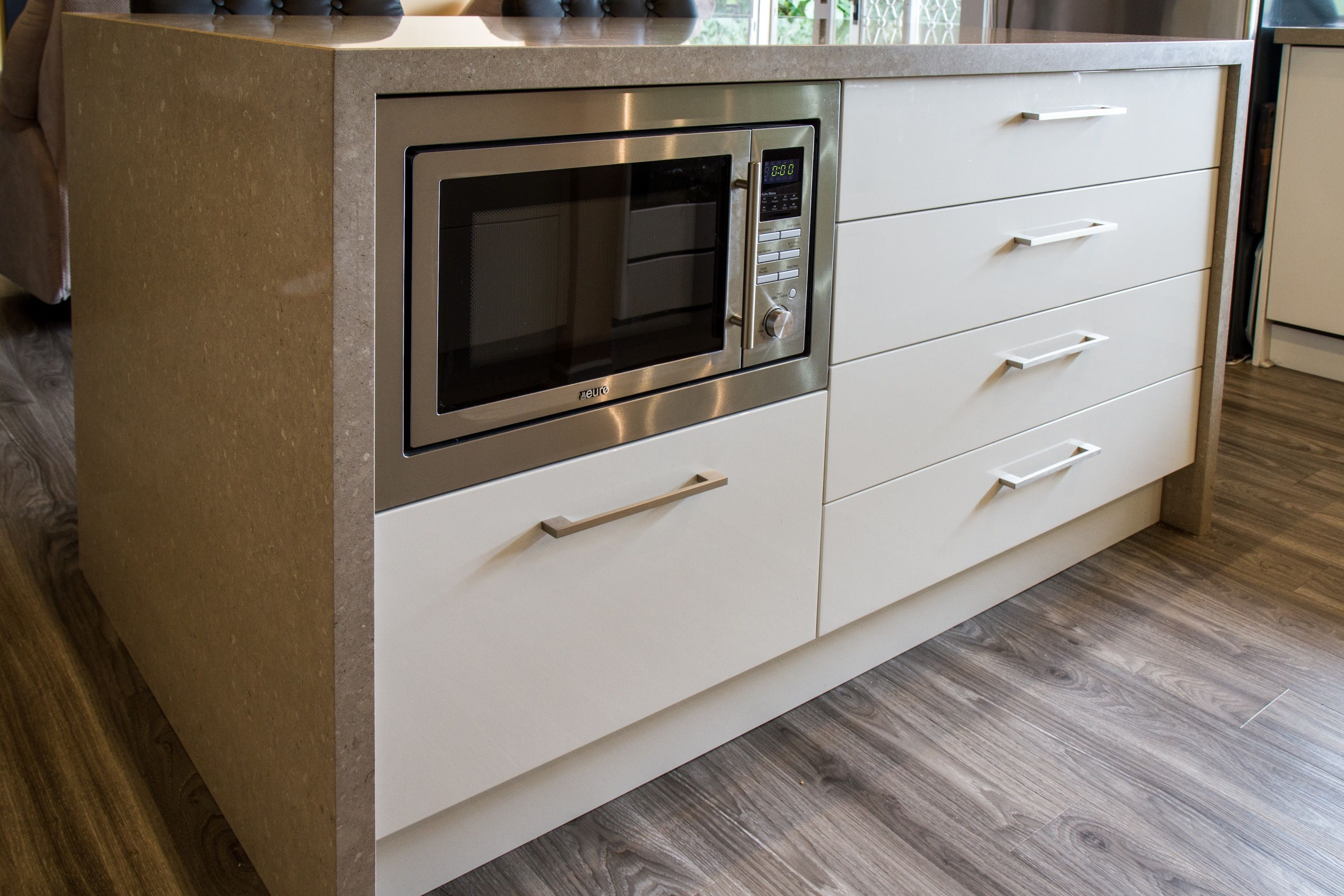 Island Bench Built In Microwave Small Contemporary Kitchen Www Thekitchendesigncen Built In Microwave Cabinet Built In Microwave Contemporary Kitchen Design