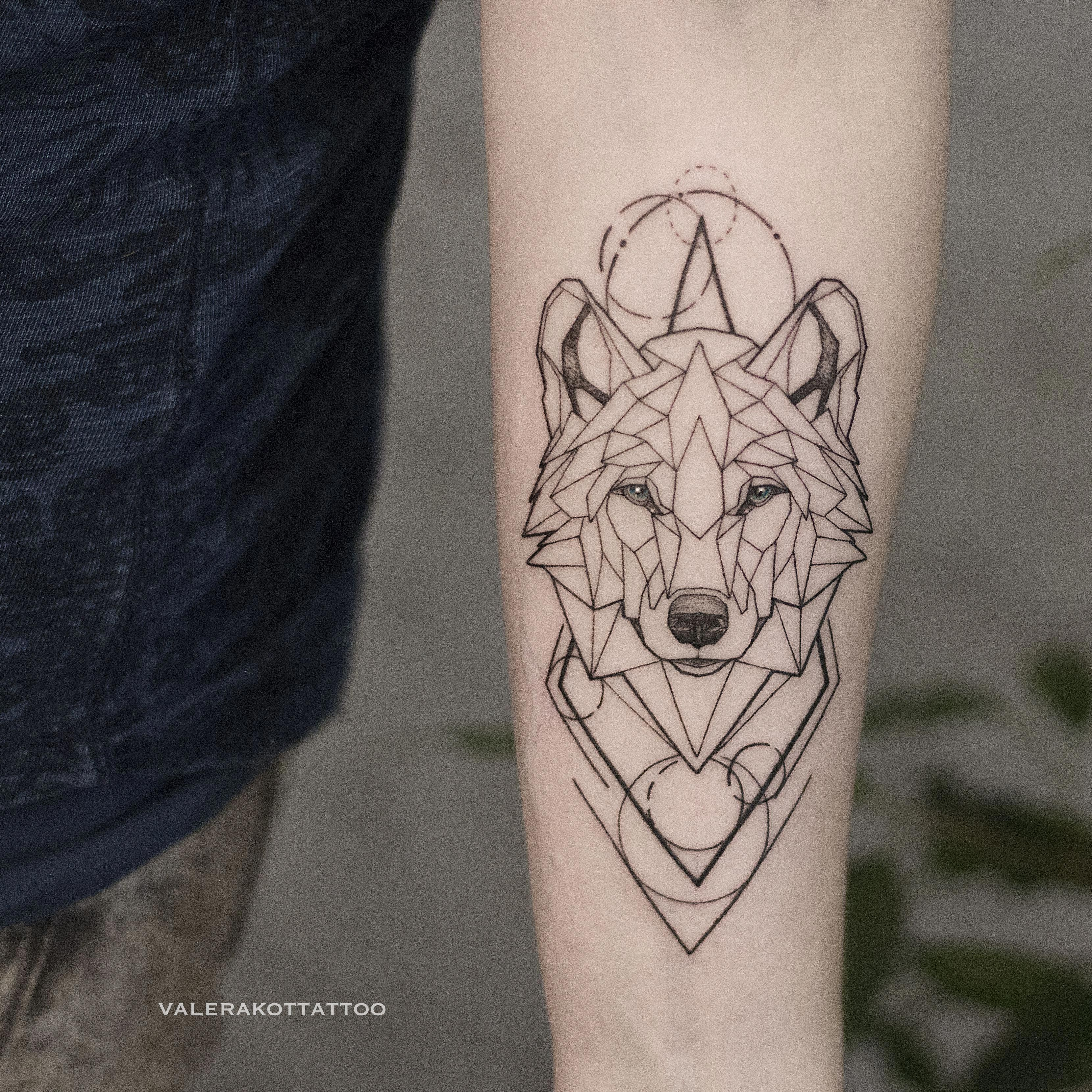 Geometric Wolf On Hand Animal Tattoo Geometrictattoos Geometric Wolf Tattoo Geometric Tattoos Men Geometric Tattoo