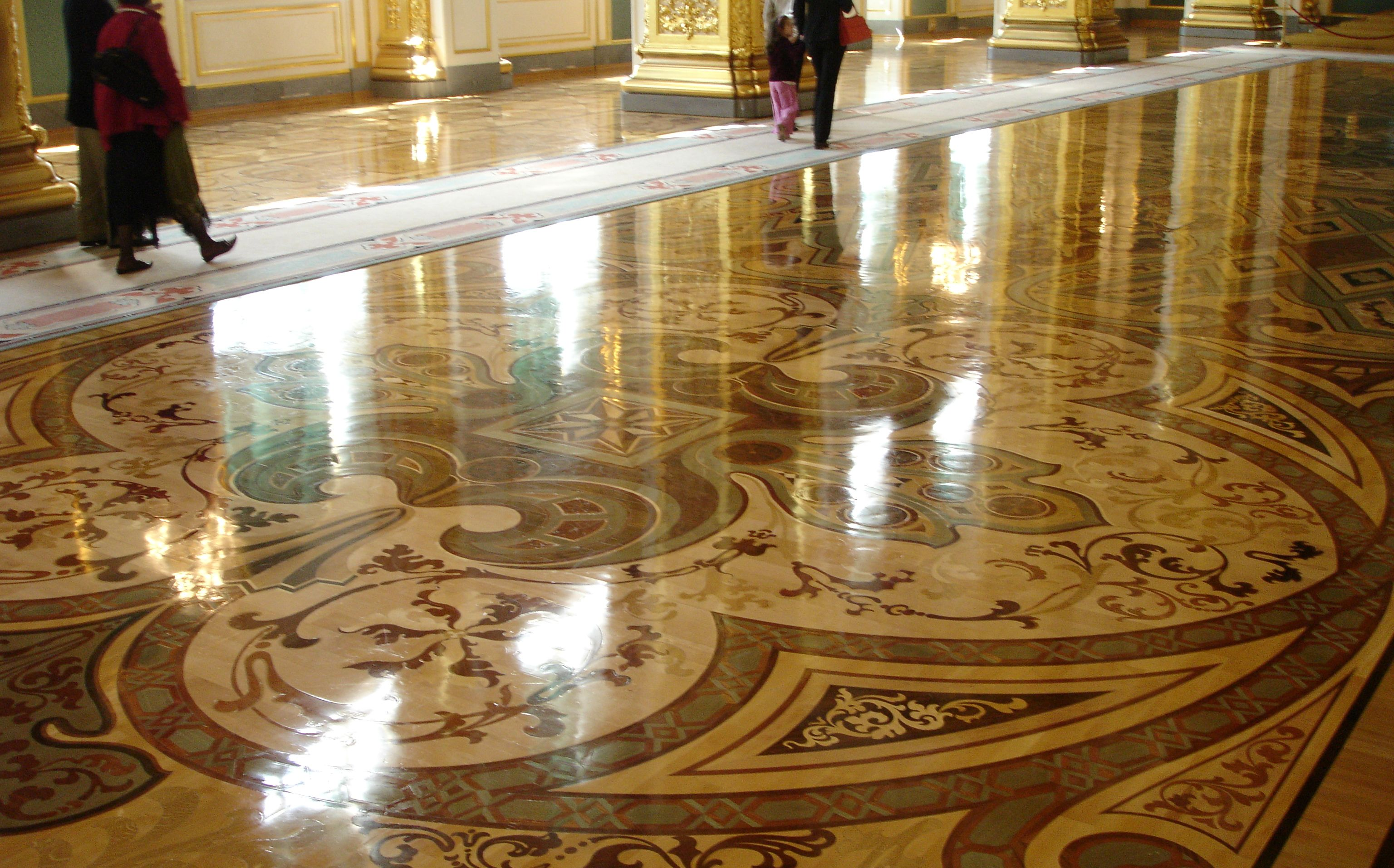 Particolare realizzazione intarsio berti pavimenti legno for Berti parquet