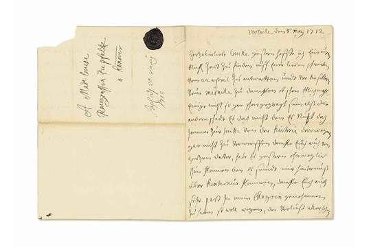 """43- Élisabeth-Charlotte de Bavière, duchesse d'ORLÉANS (1652-1722). Lettre autographe signée « Elisab. - § E. CHARLOTTE DE BAVIERE: .. ce qui lui était dû; la figure de rustre d'un Suisse; capable avec cela d'une amitié tendre et inviolable"""". Quand vint l'heure de quitter ce monde, la Palatine percluse et poussive fit encore preuve de caractère. Elle chassa ses médecins après quelques insultes bien senties. Elle voulait qu'on la laissât mourir tranquillement."""