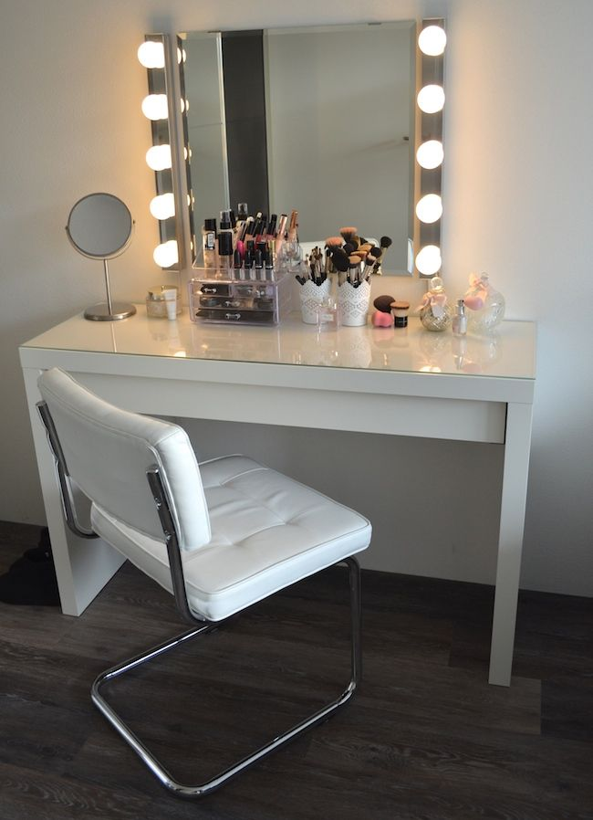 diy vanity mirror with lights for bathroom and makeup station makeup room diy makeup room. Black Bedroom Furniture Sets. Home Design Ideas