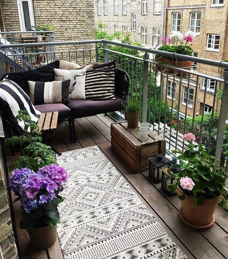 20+ komfortable Wohnung Balkon Dekorationsideen, die tollsicht #Appartemen ... #apartmentpatiogardens