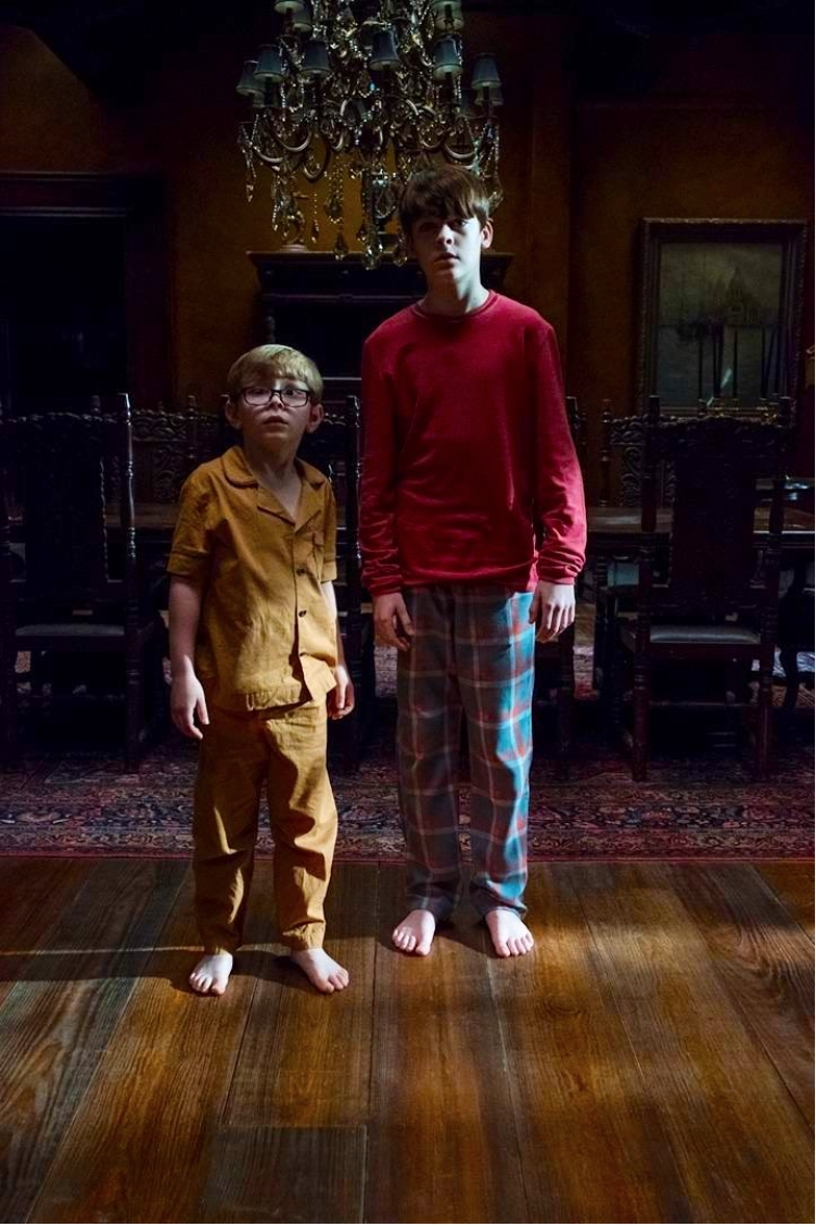 Young Luke Steven In The Haunting Of Hill House Residencia Series E Filmes Filmes