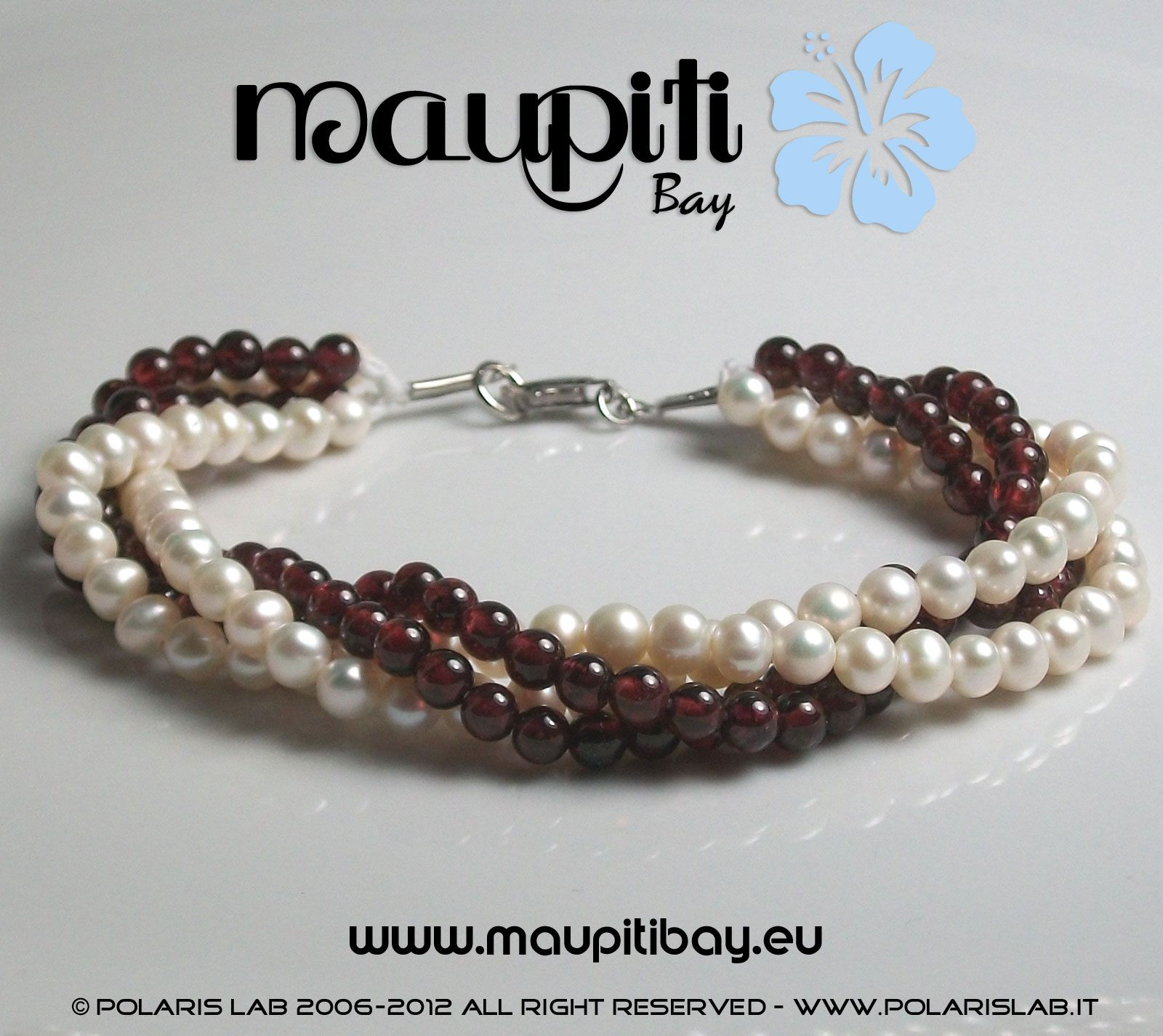 Bracelet with red garnet and natural little pearl white