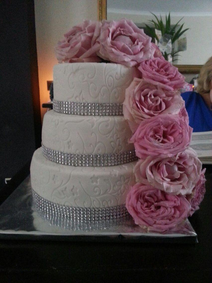 Bruidstaart voor mijn zus, gevuld met aardbeien, mascarpone en witte chocolade