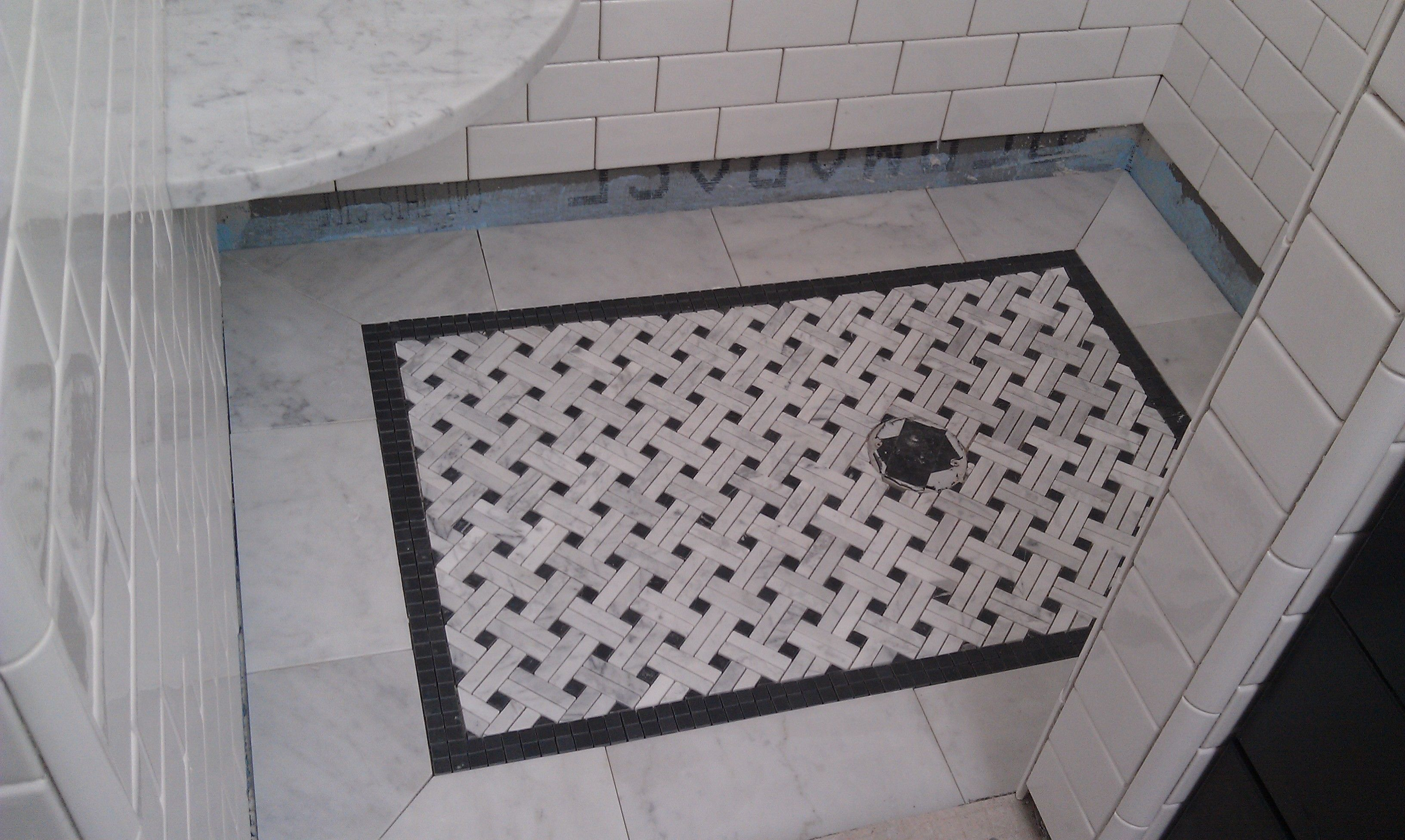 Barthroom Tile Basket Weave | Modern Marble Basketweave Tile For The Shower  Floor With Black .