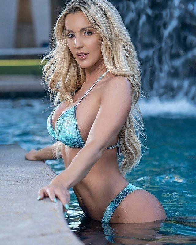 Bikini Babe Hintergründe