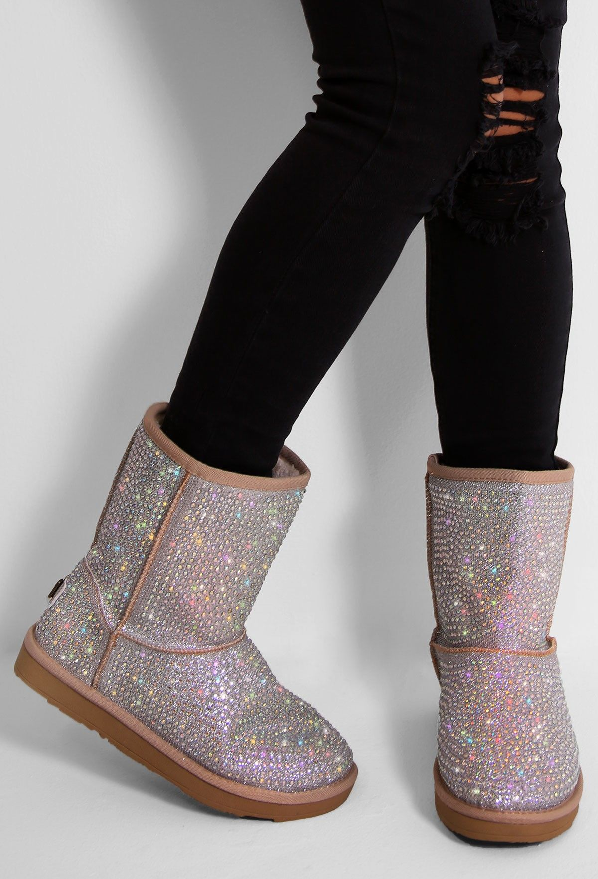 Keep your feet super toasty this winter in these gorge diamante ankle boots! These lush winter boots are lined with faux fur and feature all over crystal ...