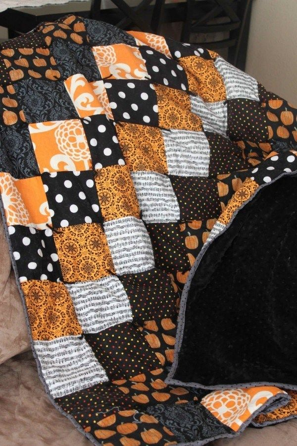 10 Fall Quilt Tutorials is part of Halloween quilts, Fall quilts, Halloween quilt patterns, Halloween sewing, Quilt tutorials, Holiday quilts - Fall officially starts in a few short days   if you're not ready to say goodbye to summer, one of these ten fall quilt projects will quickly put you in the spirit! Each of these …