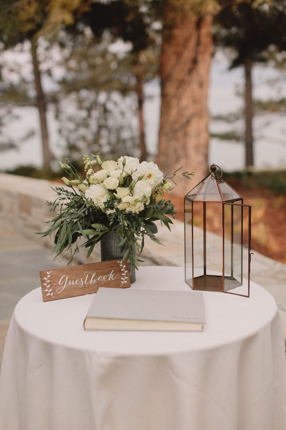 Super Cute Set Up For The Guestbook Weddingtabledecorations Wedding Weddinggues Wedding Guest Book Table Wedding Guest Book Sign Simple Wedding Decorations