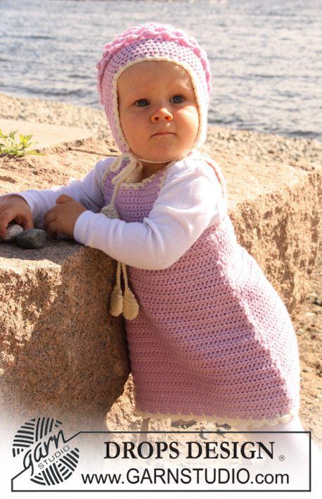 """Sættet består af: Hæklet DROPS kjole og hue i """"Merino Extra Fine"""". ~ DROPS Design"""