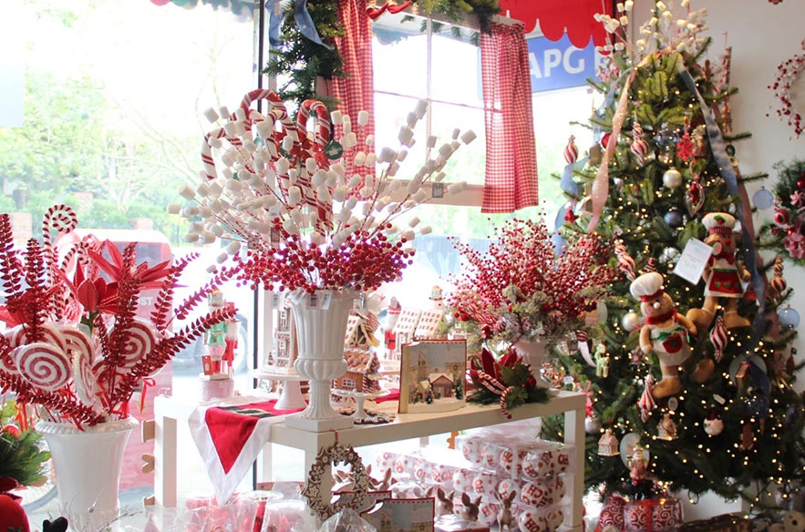 Buy Christmas Trees Decorations In Melbourne Shop Or On Line Elegant Christmas Trees Christmas Table Decorations Modern Christmas