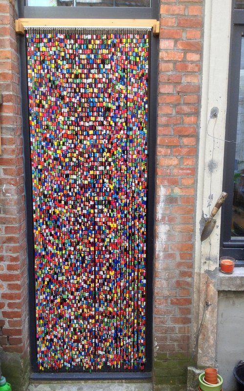 Vliegengordijn Plastic Slierten.Vliegengordijn Gemaakt Van Paperclips En Plastic Zakken Gemaakt Door