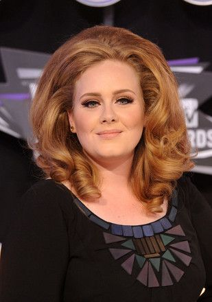 I Love Adele S 60s Style Of Hair Makeup And Clothing Hair Styles Adele Hair Short Hair Styles